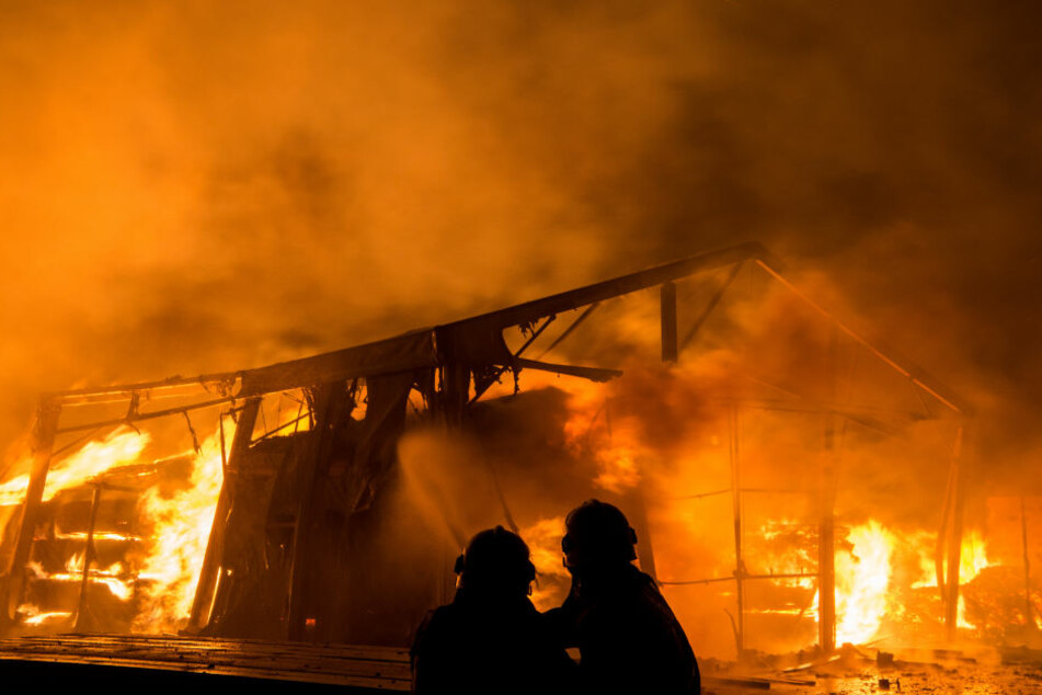 85 Feuerwehrleute waren im Einsatz, um das Feuer zu löschen. (Symbolbild)