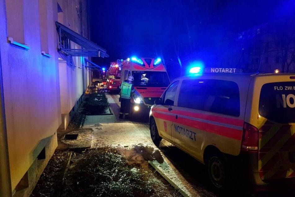 Verheerender Wohnungsbrand: Mieterin liegt regungslos in der Küche
