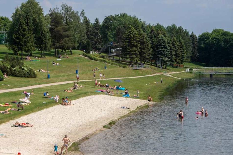 Am Stausee Rabenstein tummelten sich dieses Wochenende zahlreiche Badegäste. Auch im Mai war das Bad gut besucht. (Archivbild)