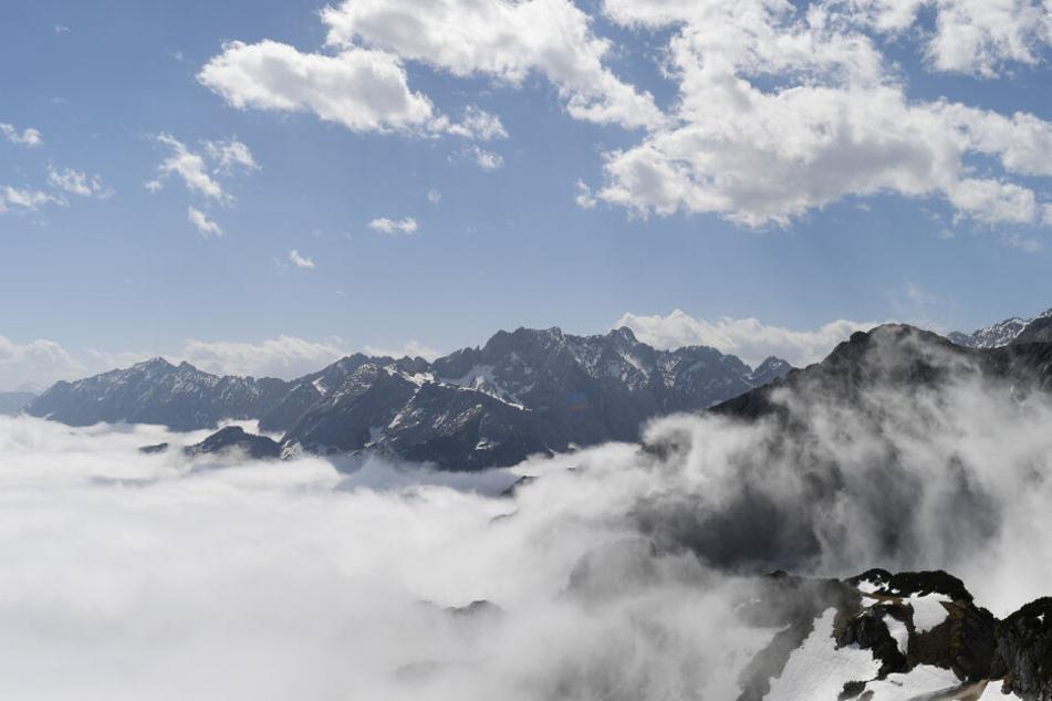 Im bayerischen Wettersteingebirge ist ein Wanderer in den Tod gestürzt. (Archivbild)