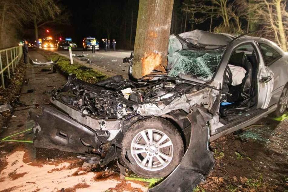 Nach Horror-Crash in Neuss: Beifahrer schwebt in Lebensgefahr