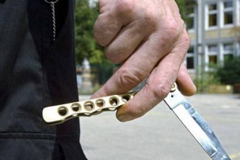 Zeugen nach Messer-Attacke gesucht