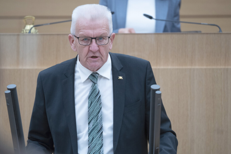 Der baden-württembergische Ministerpräsident Winfried Kretschmann spricht im Landtag.
