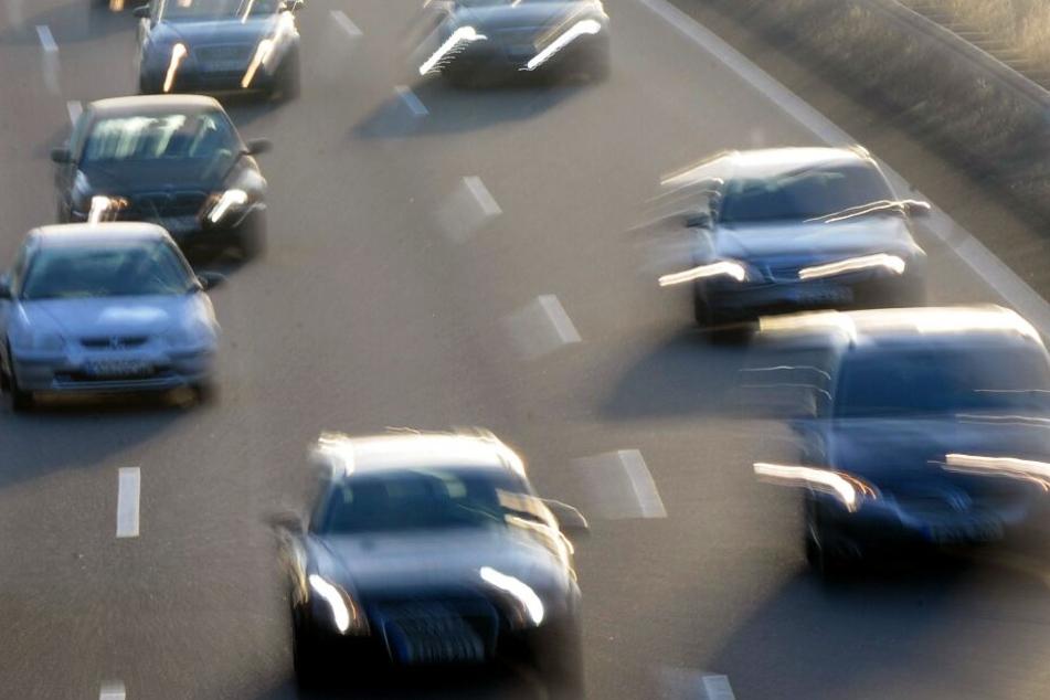 Das Rennen der beiden Autofahrer konnte erst nach 15 Kilometern gestoppt werden. (Symbolbild)