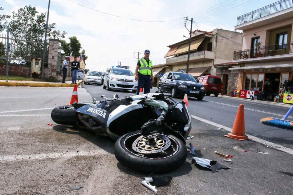 Für den Motorradfahrer kam jede Hilfe zu spät. Er starb am Unfallort (Symbolfoto).