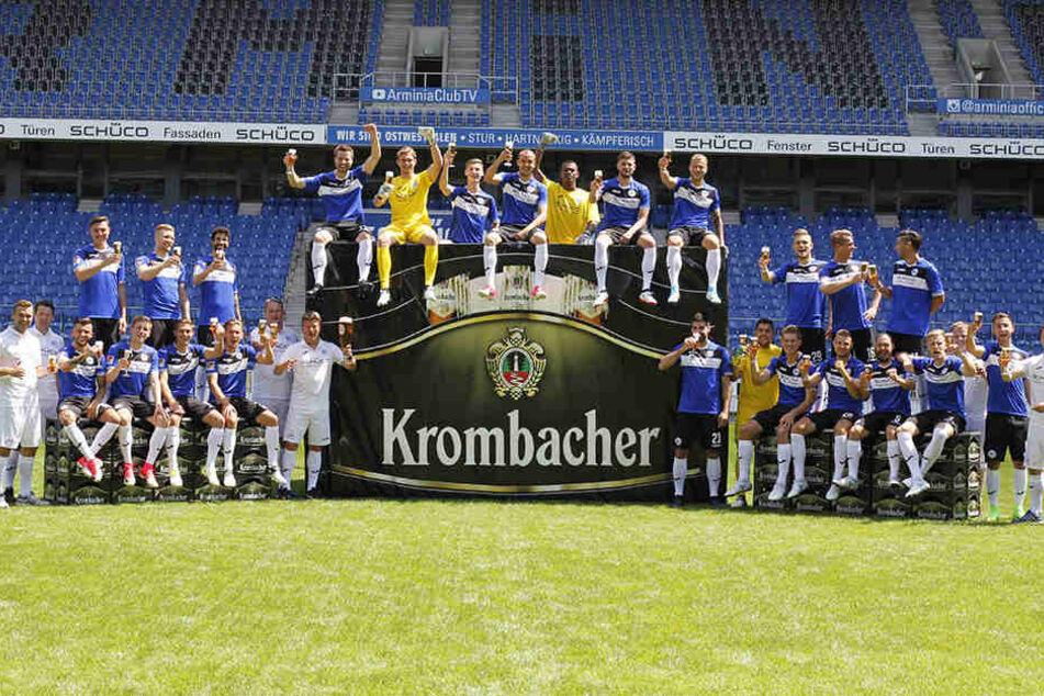 Die Partnerschaft zwischen Arminia Bielefeld und der Krombacher Brauerei geht mindestens bis Juli 2022.