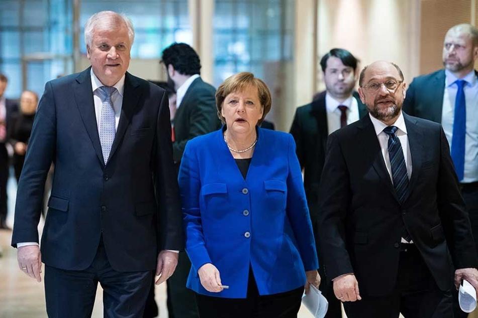 Horst Seehofer (li., CSU), Angela Merkel und Martin Schulz nach Abschluss der Sondierungsgespräche.