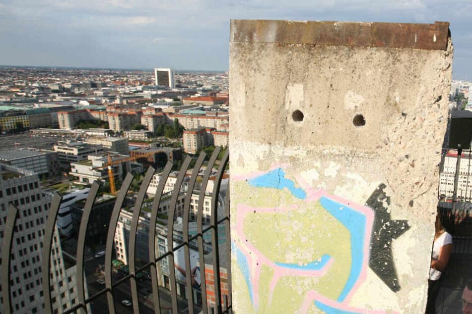Berlin: Kuriosität! Tonnenschweres Originalstück aus Berliner Mauer im australischen Sydney gefunden