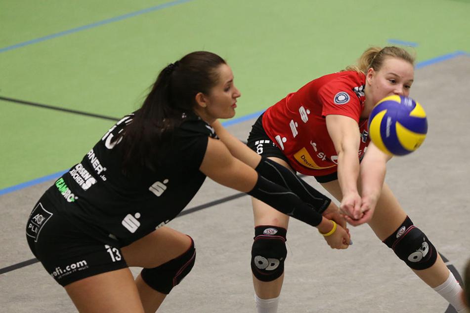 Doppelt hält besser!? Das DSC-Duo Eva Hodanova (l.) und Michelle Petter bei der Annahme.