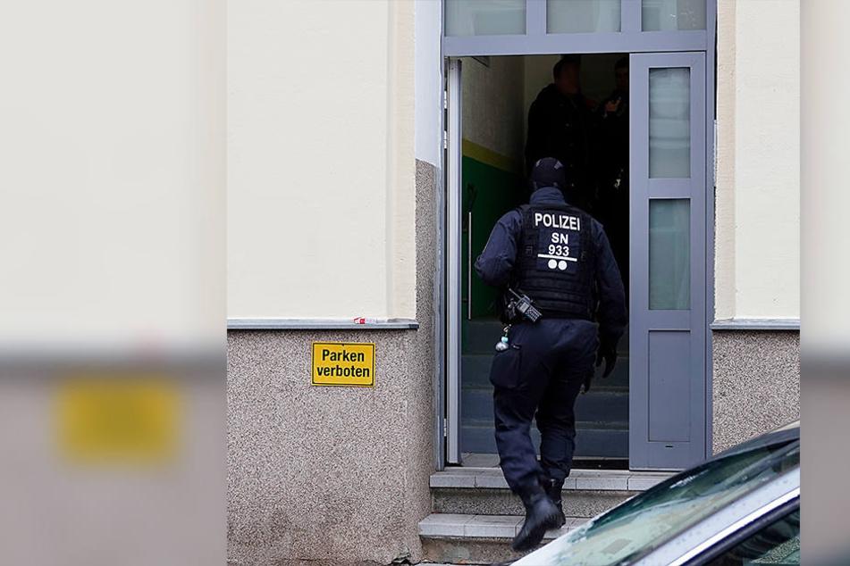 Beamte der Bereitschaftspolizei waren bei den Durchsuchungen im Einsatz.