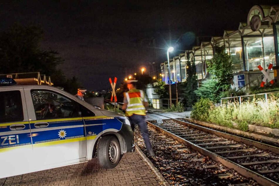 Betrunkener schwer verletzt: Er suchte sein Handy, dann kam ein Zug