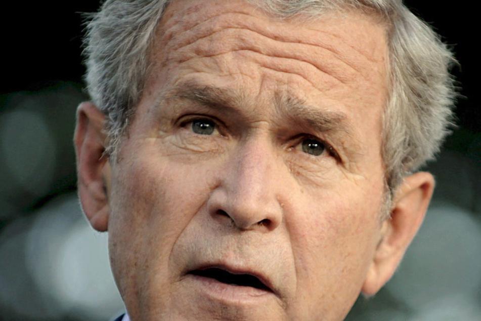 Der Täter hatte eine Maske des ehemaligen US-Präsidenten George W. Bush getragen, als er sein Opfer überfiel. (Archivbild des Präsidenten)