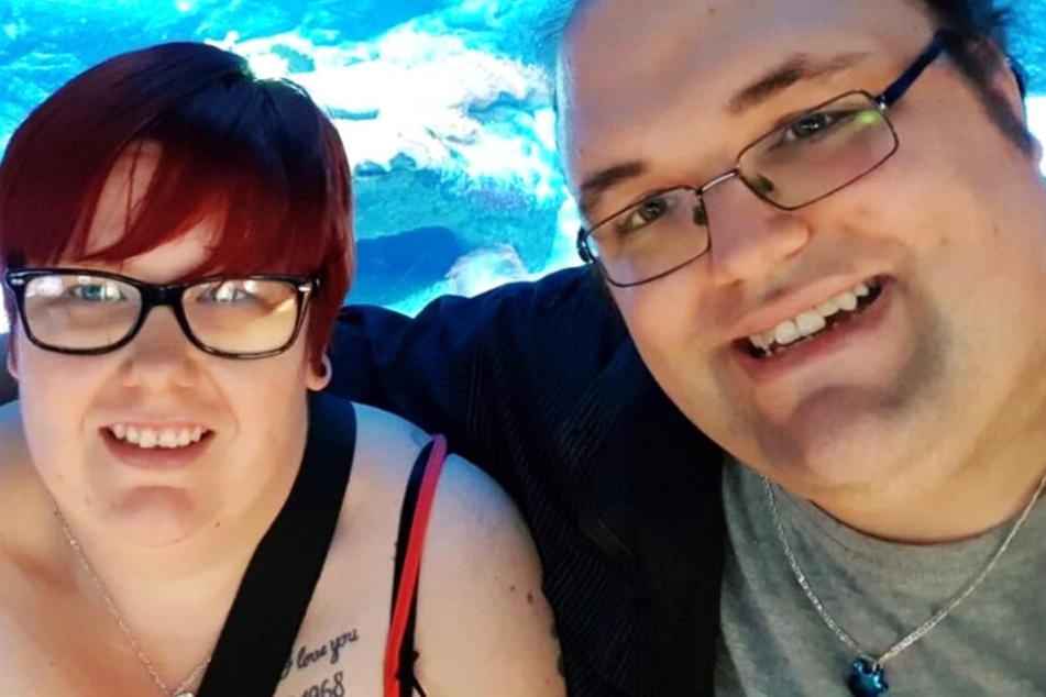 Annika und Ingo in einem Aquarium.