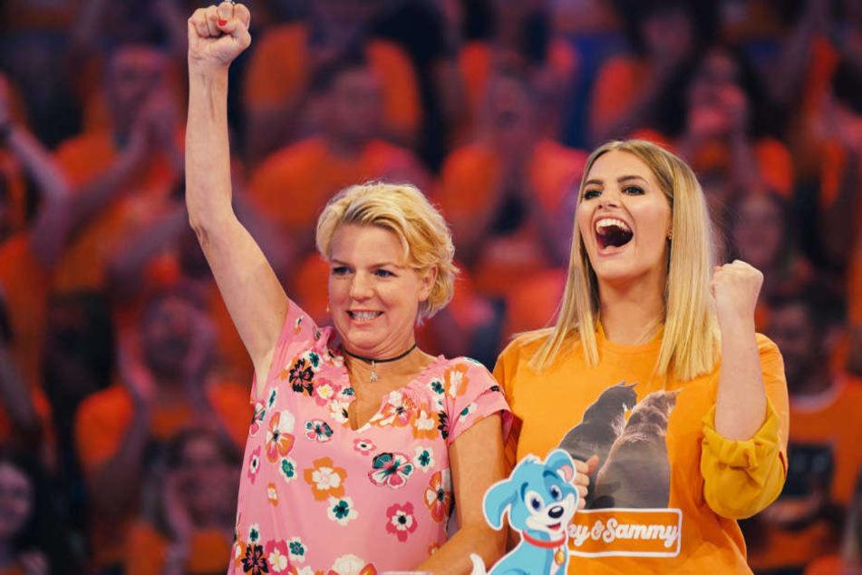 Mirja Boes (li.) und Angelina Kirsch freuen sich über einen Punkt für das Team Katze.