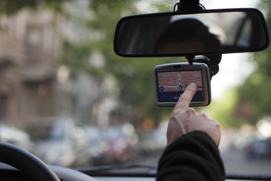 Sein Navigationssystem hat einen Autofahrer so aufgeregt, dass er das Gerät kurzerhand aus dem Fenster warf. (Symbolbild)