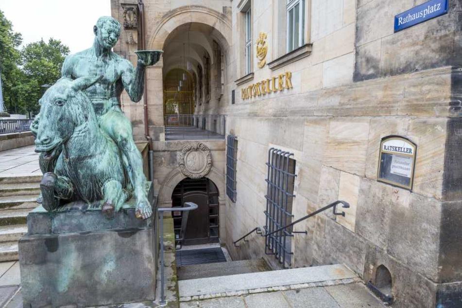 Der Eingang zum Ratskeller im Dresdner Rathaus könnte sich ab 2018 wieder  öffnen, wenn auch nicht als Restaurant.