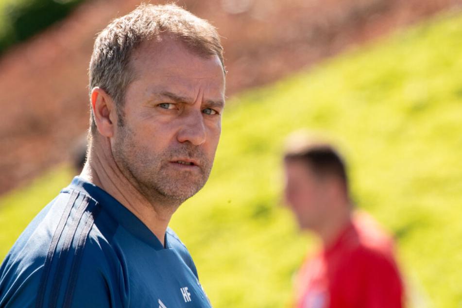 Bayern-Trainer Hansi Flick muss gleich auf mehrere Spieler verzichten.