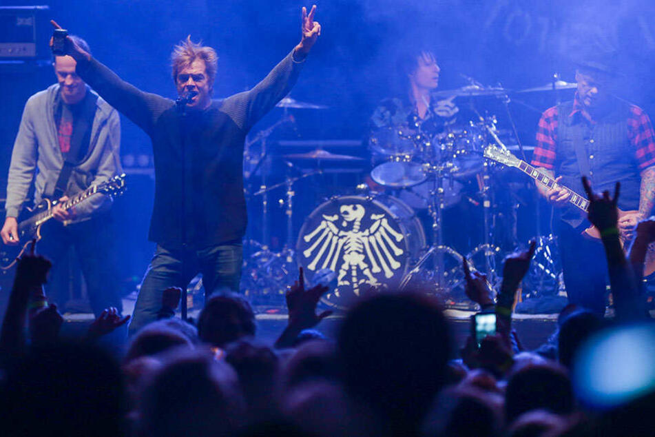 Die Toten Hosen um Sänger Campino - hier beim Forstrock-Festival 2015 - möchten gern in Deinem Wohnzimmer auftreten.