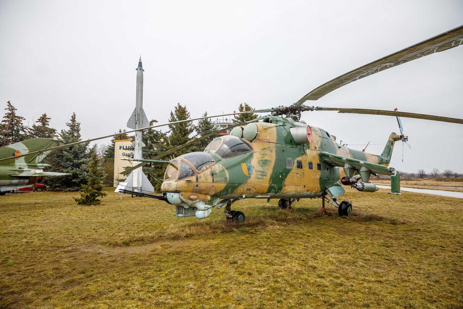 Hingucker: der Hubschrauber Mil Mi 24D auf dem Außengelände.