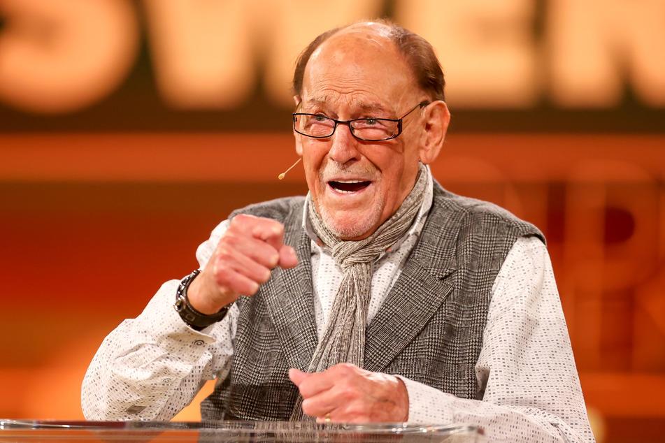 Der Grund für Kachelmanns Umdenken: Schauspieler Herbert Köfer ist zu Gast und feiert seinen Geburtstag nach.