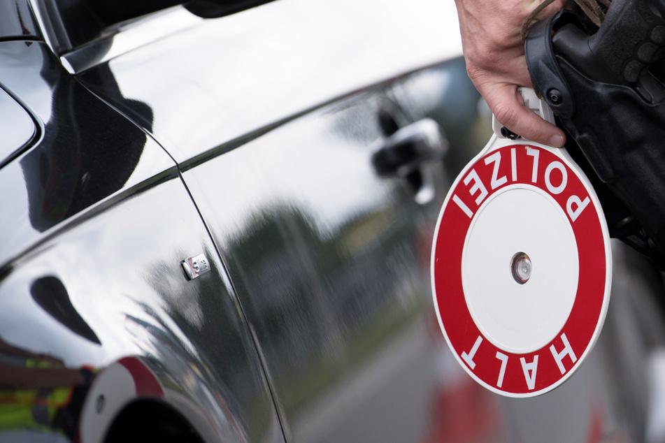 Wer mit dem Auto nach Österreich fährt, sollte künftig genauer auf seinen Tacho schauen als bisher: Das Nachbarland erhöht die Bußgelder. (Symbolbild)