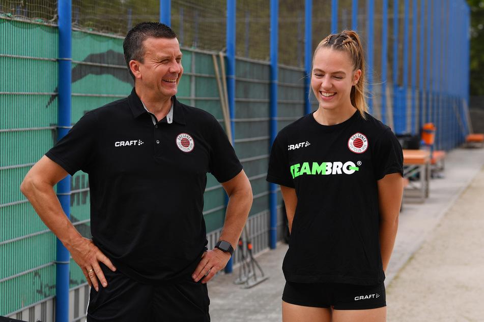 Trainer Alexander Waibl mit seinem letzten Neuzugang: Lina-Marie Lieb aus dem eigenen Nachwuchs.