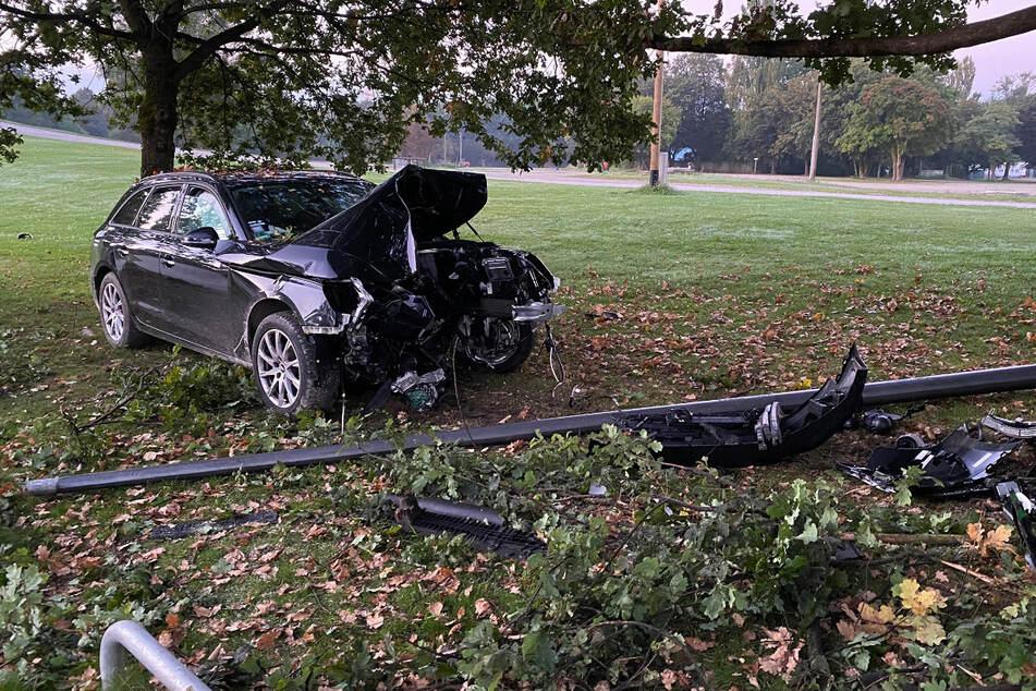 Gegen 5 Uhr morgens endete eine Autofahrt für einen 19-Jährigen und seine beiden Mitfahrer im Krankenhaus.