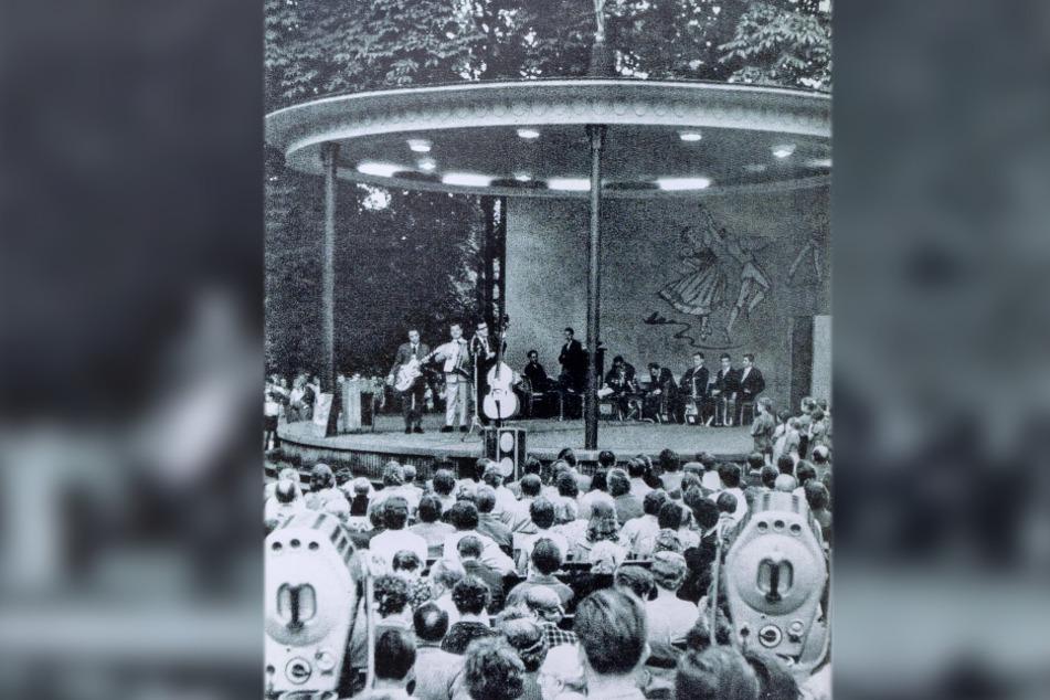 Beliebter Ausflugsort: Dieses Repro zeigt ein gut besuchtes Konzert am Pavillon in den 60-er Jahren.