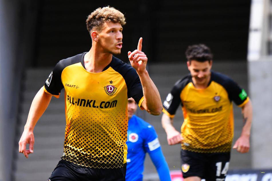 Heinz Mörschel (23, l.) und Philipp Hosiner (31, r.) schossen Dynamo Dresden gegen den FC Viktoria Köln zum 2:0-Heimsieg und nahe an den Aufstieg in die 2. Bundesliga heran.