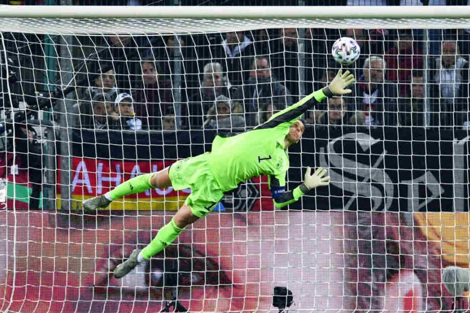 Manuel Neuer hielt der DFB-Elf in der ersten Halbzeit zweimal glänzend die Null und parierte in Hälfte zwei sogar noch einen Foulelfmeter.