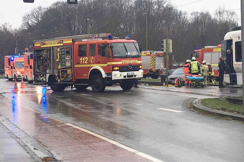Erneuter Crash zwischen S-Bahn und Auto: Verkehr Richtung Uni gesperrt