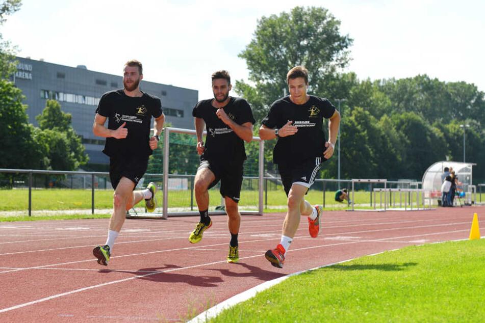 Es waren keine lockeren Runden, die (v.l.) Arseniy Buschmann, Sebastian Greß und Robin Hoffmann beim Lauftraining drehten.