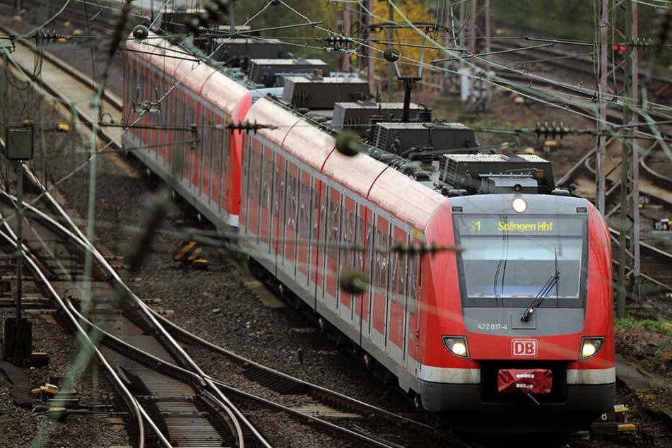 Der 34-Jährige wollte noch etwas Zeit schinden, der S-Bahnfahrer fand das nicht ganz so witzig. (Symbolbild).