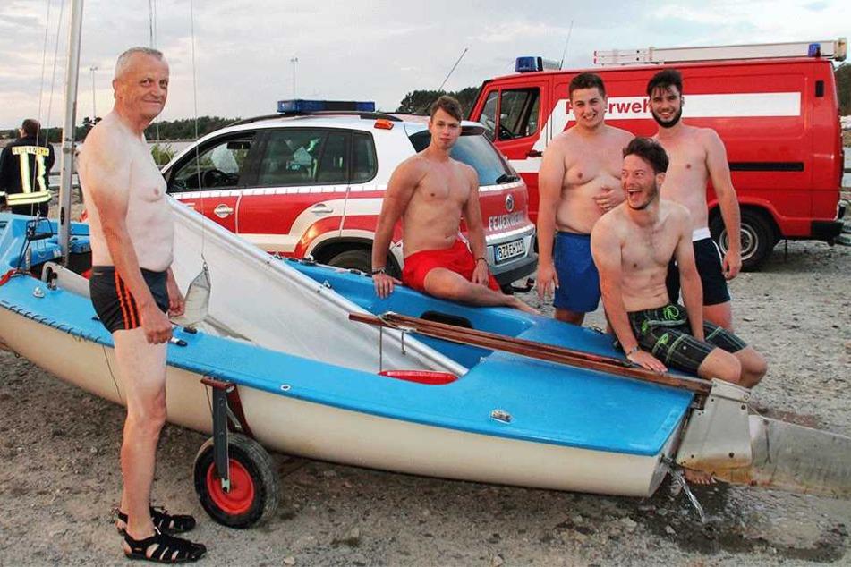 Johann Gregor (22) und seine drei Kumpels halfen dem Rentner samt Boot wieder aus dem Wasser heraus.