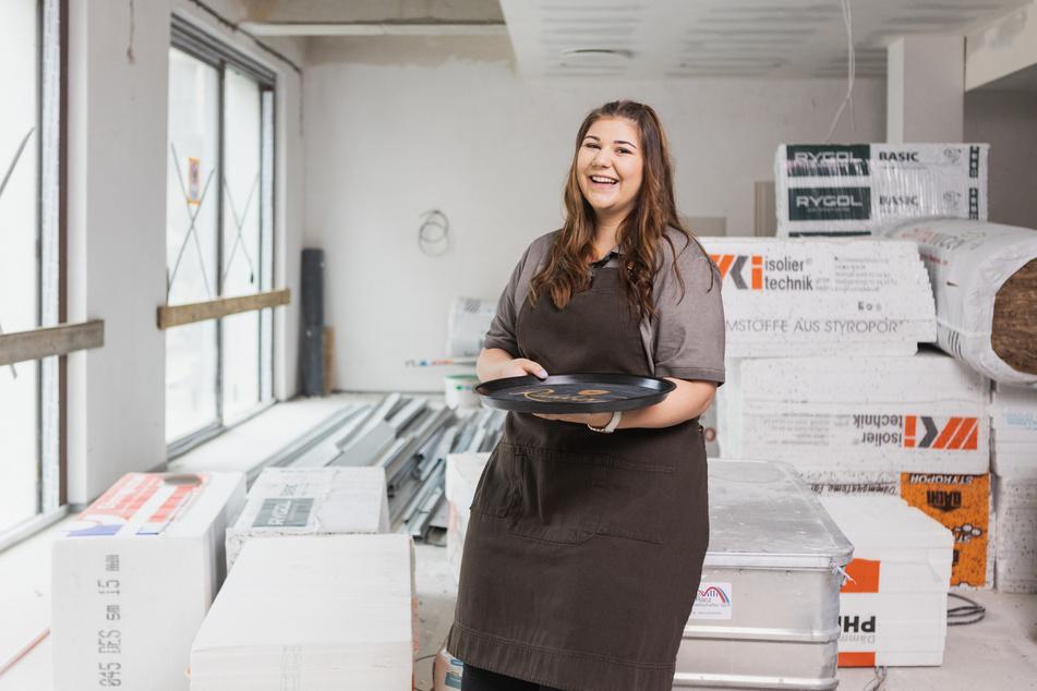 Restaurantfachfrau Natalie Unger (20) bei den Vorbereitungen in den neuen Räumen.