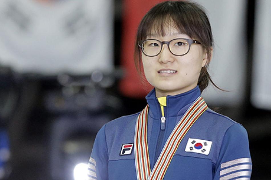 Shim Suk Hee hat endlich den Mut aufbringen können, gegen ihren Trainer auszusagen.