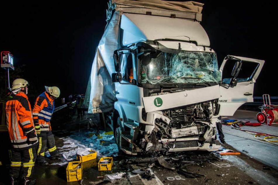 Der Fahrer dieses Lkw kam schwerverletzt ins Krankenhaus.