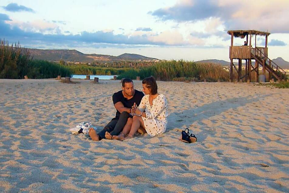 Beim romantischen Date am Strand brach Jenni in Tränen aus: Sie hatte Angst.