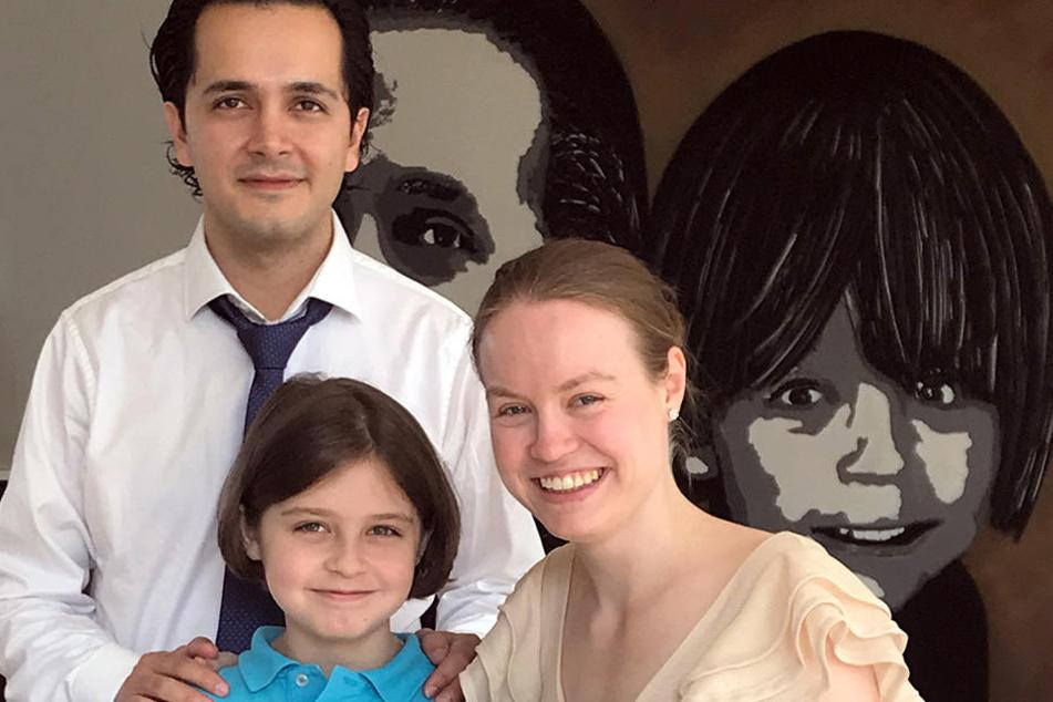 Der achtjährige Laurent Simons mit seinen Eltern Alexander und Lydia Simons.