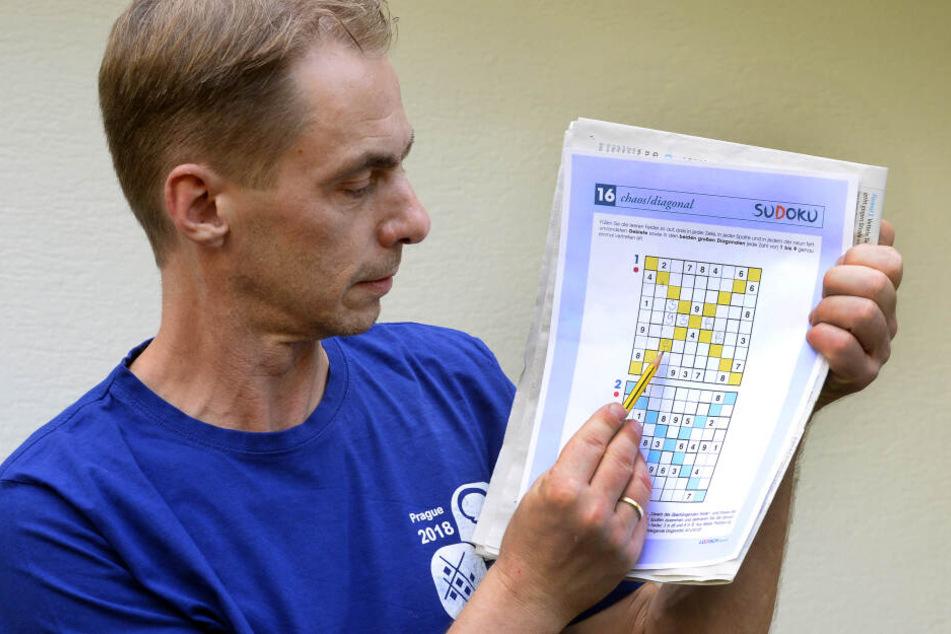 Postbote Michael Ley aus Engelskirchen hat Aussichten auf den Titel Sudoku-Weltmeister.
