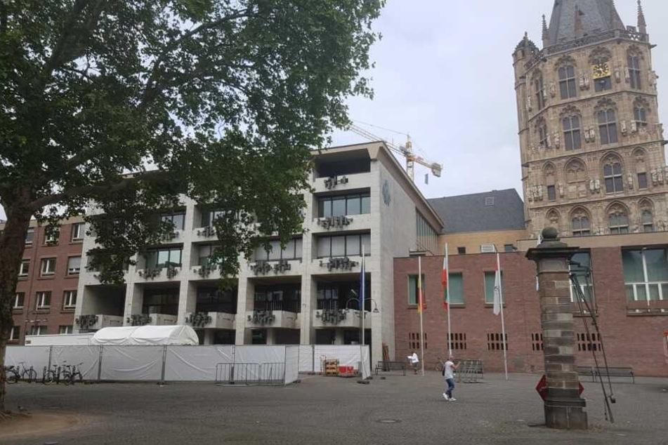 Für das Kölner Rathaus liegt eine Bombendrohung vor (Archivbild).