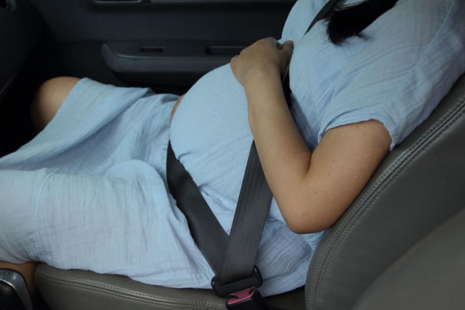 Das Baby kam später glücklicherweise unbeschadet zur Welt (Symbolbild).