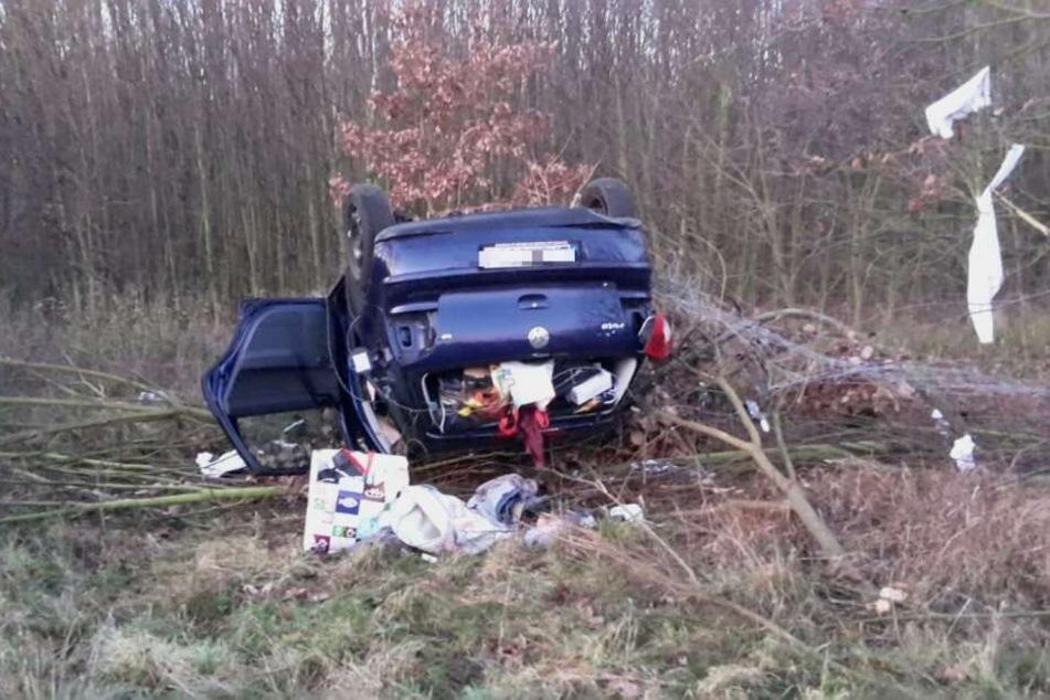 Ein Autofahrer ist am Samstagnachmittag von der A2 abgekommen und hat sich mehrmals überschlagen.
