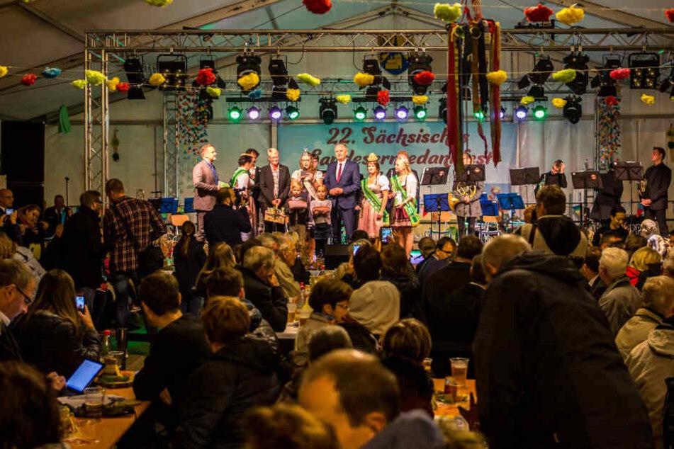 Im Festzelt am Markt in Borna wird auch heute noch Erntedank gefeiert.