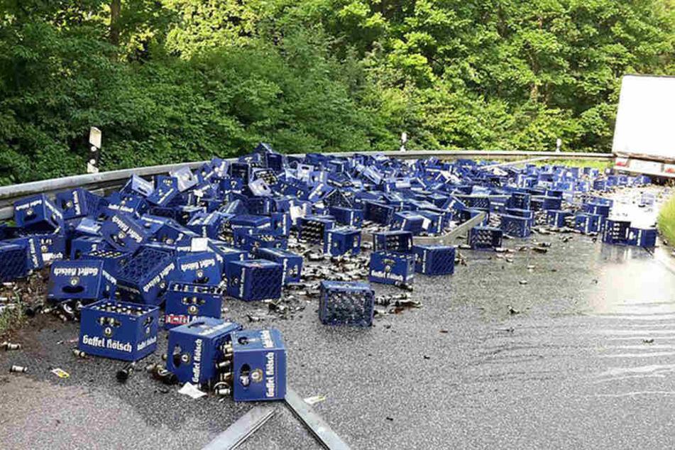 Dat jute Kölsch! Hundert Kisten kippen auf Autobahn-Ausfahrt