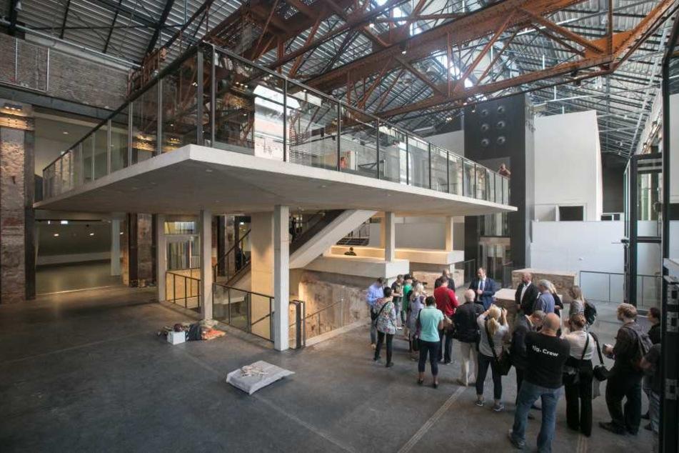 Erste Besichtigungen kurz vor der Eröffnung lassen die Vorfreude auf das neue Kulturkraftwerk steigen.