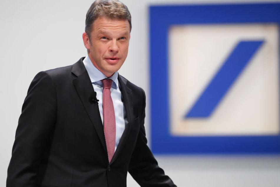 Christian Sewing (Archivbild), der Vorstandschef der Deutschen Bank, hat sich zu der Razzia geäußert.