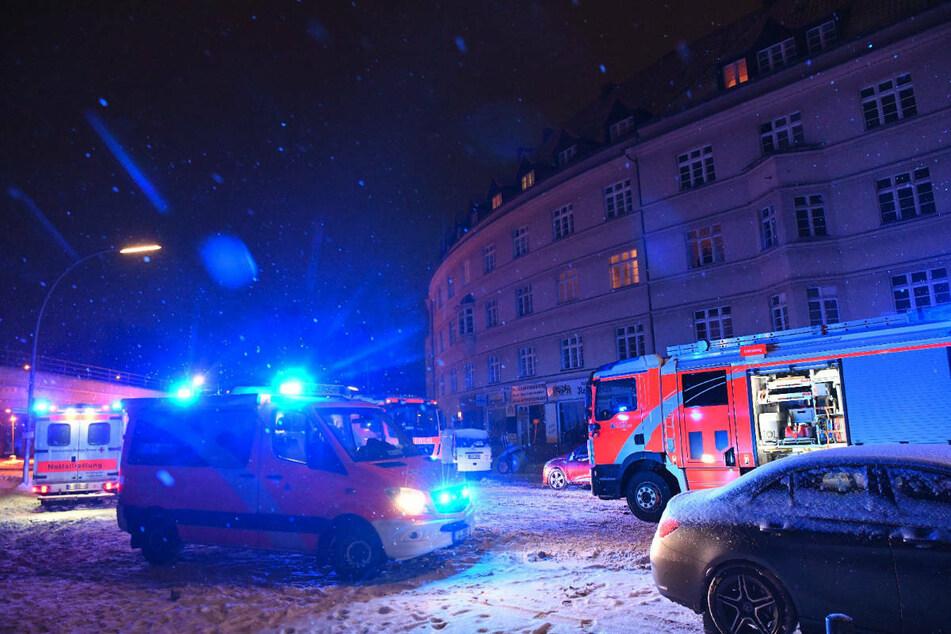 In der Nacht zu Dienstag wurde die Berliner Feuerwehr zu einem Wohnungsbrand in Berlin-Schöneberg gerufen.