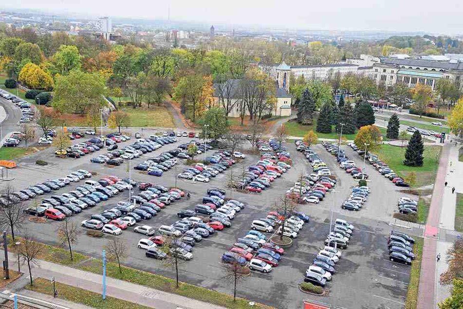 Auf dem Johannisplatz entstehen 50 Frauenparkplätze. Zumindest solange, bis das gesamte Areal mit Wohn- und Geschäftshäusern bebaut wird.
