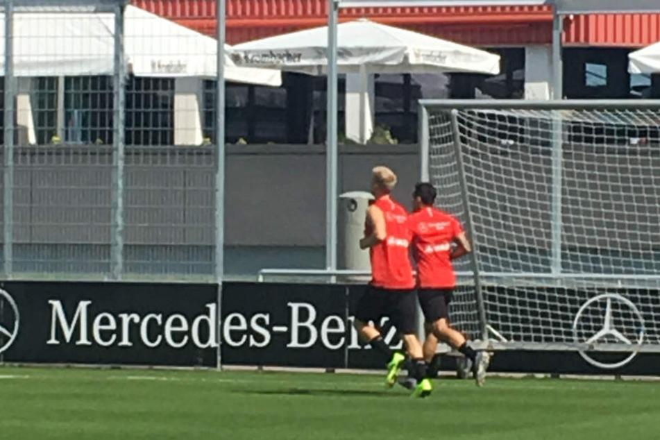 Beim öffentlichen Training zogen sie noch einsam ihre Runden: Timo Baumgartl (l.) und Anastasios Donis (r.).
